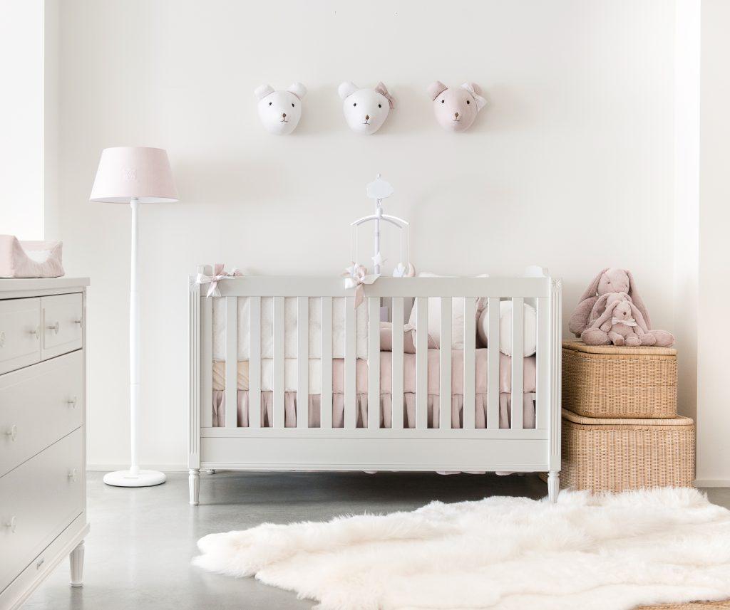Babybett Kollektion Louis von Théophile & Patachou mit Accessoires aus Blush Pink Kollektion